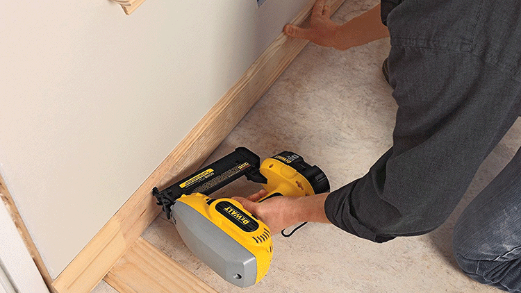 Cordless vs Pneumatic nail gun: what's the best choice?