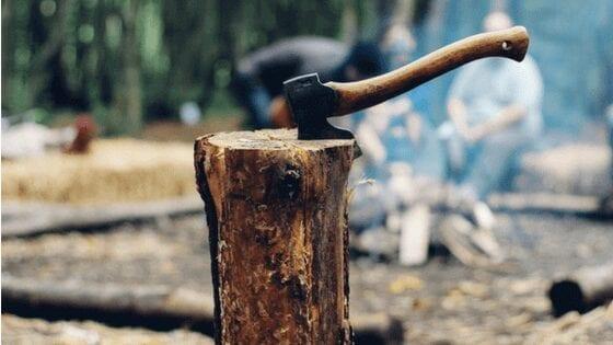 wood cutting axe